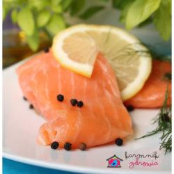 ŁOSOŚ NA FASOLCE Z KOPERKOWYM PESTO – źródło kwasów omega-3, obniża cholesterol.