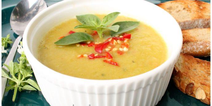 Przepis na odchudzającą zupę krem z cukinii.